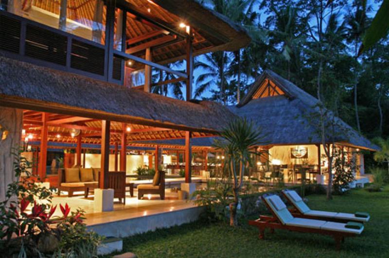 Villa pantulan ubud bali villa bali style villas for Traditionelles haus bali